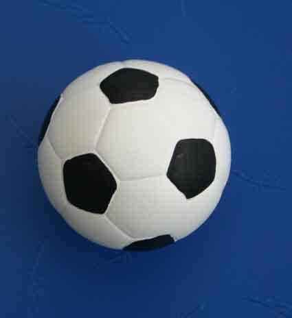 Un mini ballon de foot en terre cuite blog du nain de jardin martin le coquin - Nain de jardin en terre cuite ...